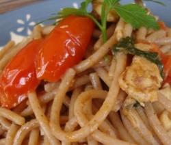 foto-piatto-finito-spaghetti-pachini-e-sgombro-1-600x300