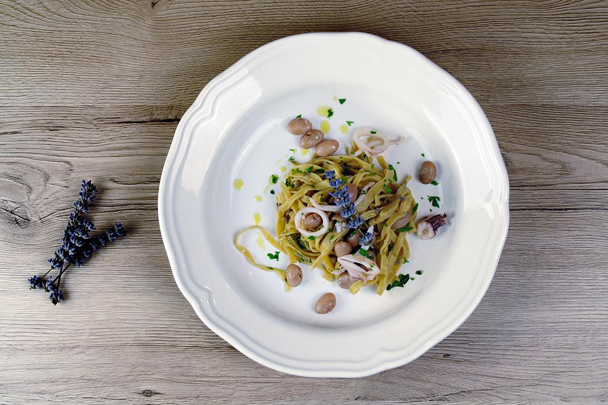 Popolare Tagliatelle di farro lavanda calamari e fagioli | Ricette Farro OG42
